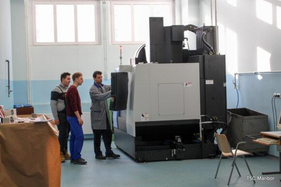 (Slovenian) B008 –delavnica za 3- in 4-osne CNC obdelave