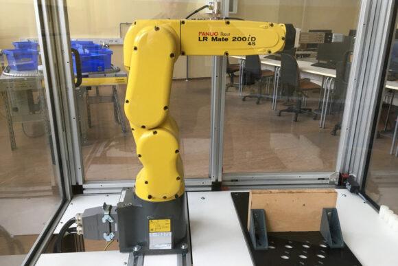 (Slovenian) B112 – učilnica za avtomatizacijo in robotiko