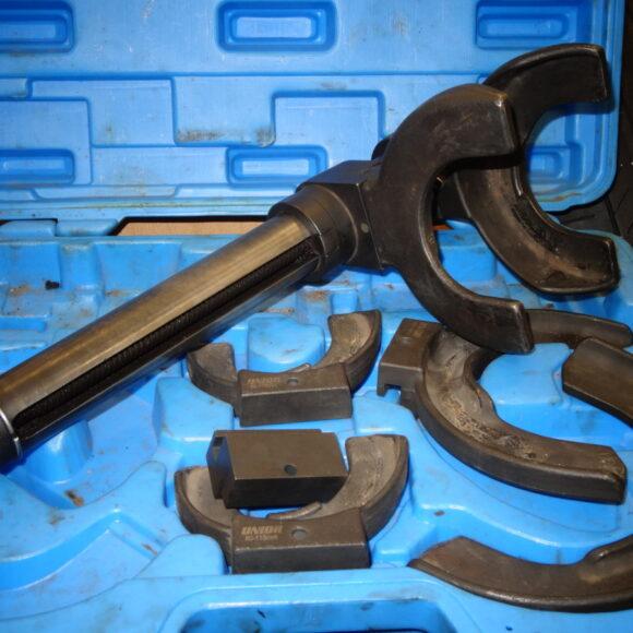 Specialno orodje za demontažo in montažo vzmeti na McPhersonovi nogi.