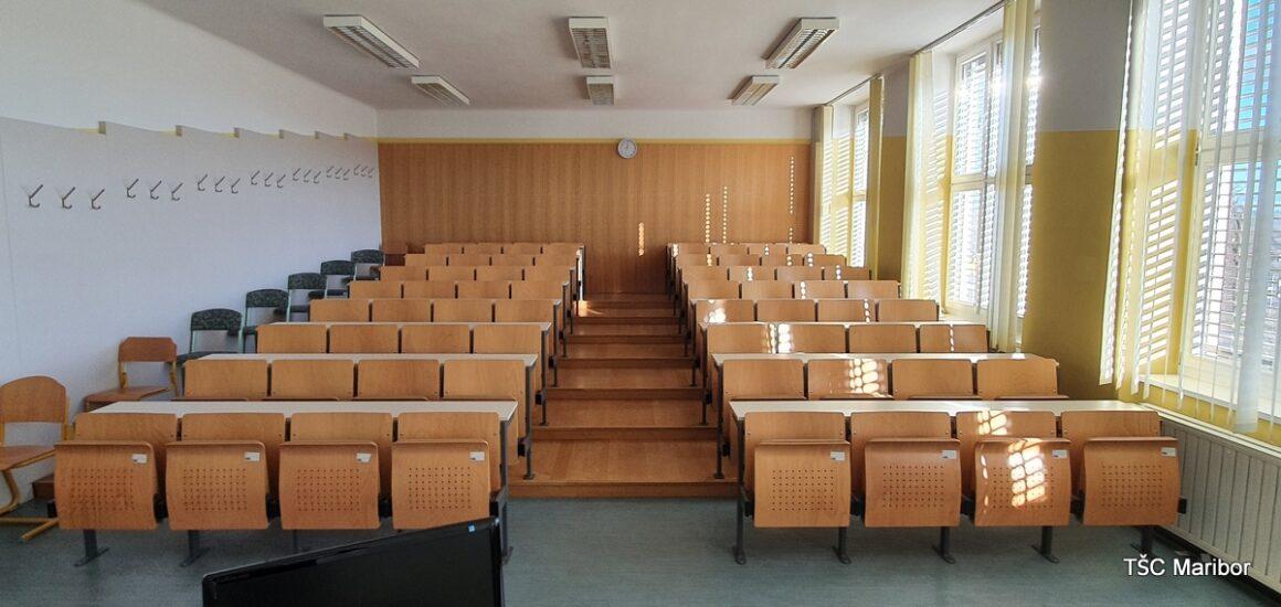 A305 – velika predavalnica