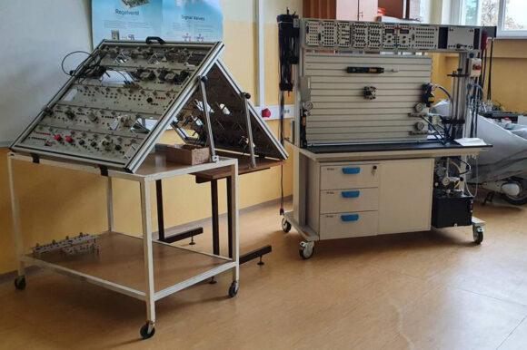 (Slovenian) B103 – laboratorij za strokovno izobraževanje krmilne tehnike