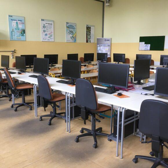 B104 – učilnica za strokovno izobraževanje krmilne tehnike