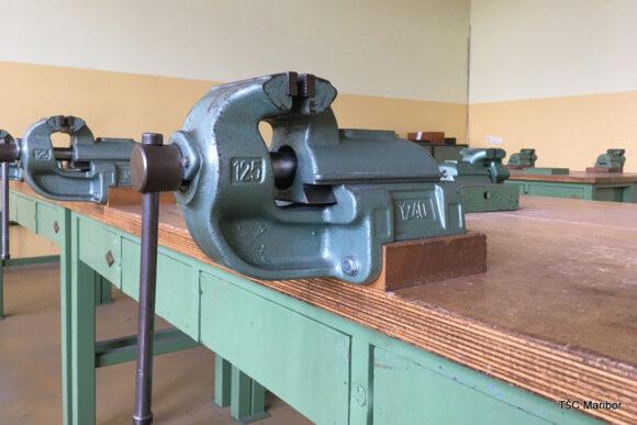 (Slovenian) B105 – delavnica za ročne obdelave
